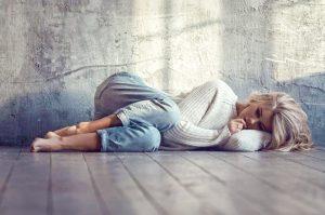 Почему люди впадают в депрессию?