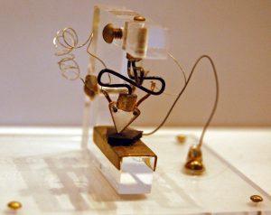 История транзистора: от ошибки до Нобелевской премии
