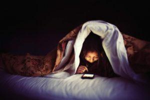9 вещей, которые эксперты не рекомендуют делать перед сном.