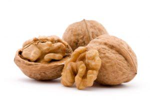 Кому грецкие орехи подымут настроение