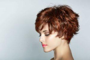 7 главных парикмахерских трендов 90-х, которые сегодня опять популярны.